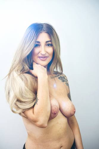photographer SSUK topless modelling photo with Not on AdultFolio